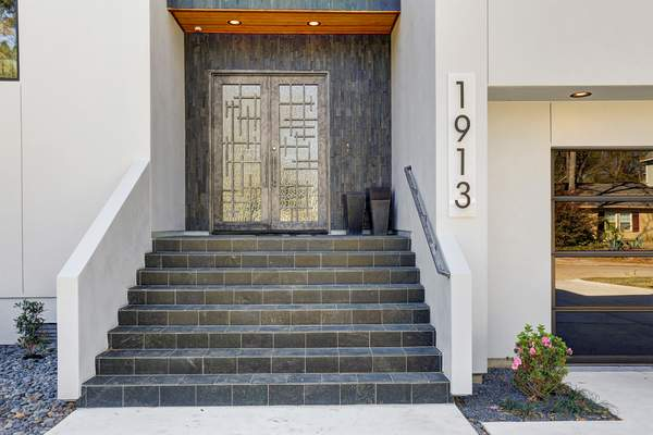 Tiled contemporary entry